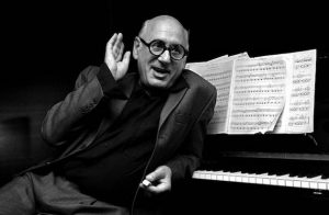Il compositore inglese Michael Nyman